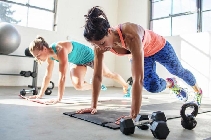 smršavite radeći sklekove i trbušnjake