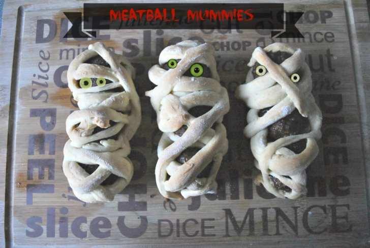 halloween-meatball-mummies-recipe
