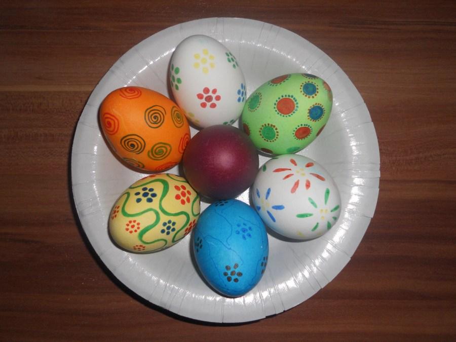 صور بيض ملون لشم النسيم طريقة تلوين البيض سوبر كايرو