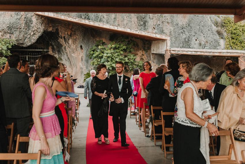 novio llegando a la ceremonia