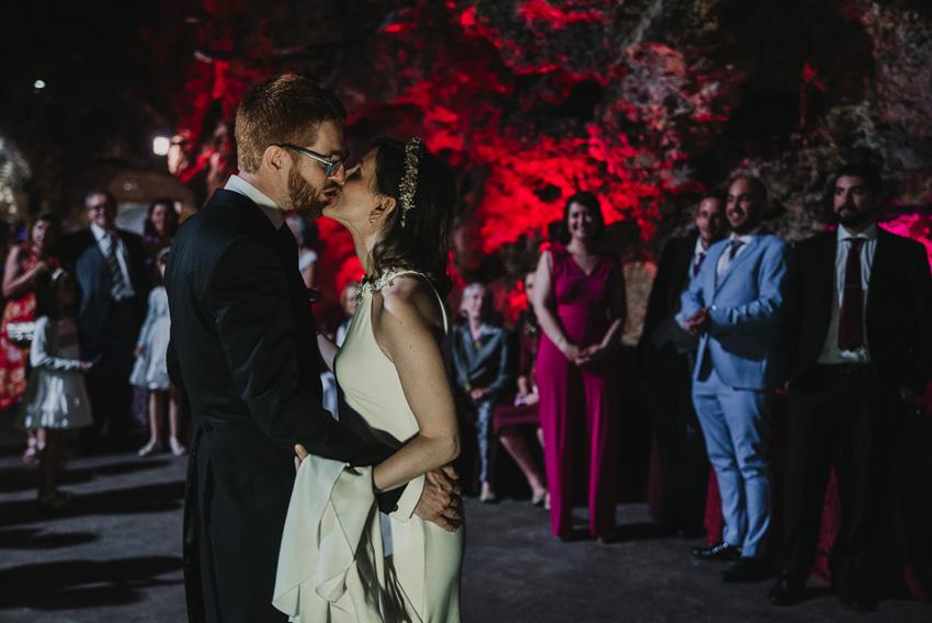 novios besandose en baile foto supercastizo