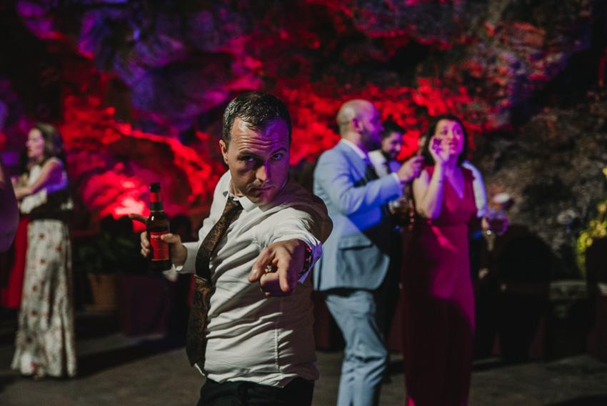 hombre bailando en boda foto supercastizo