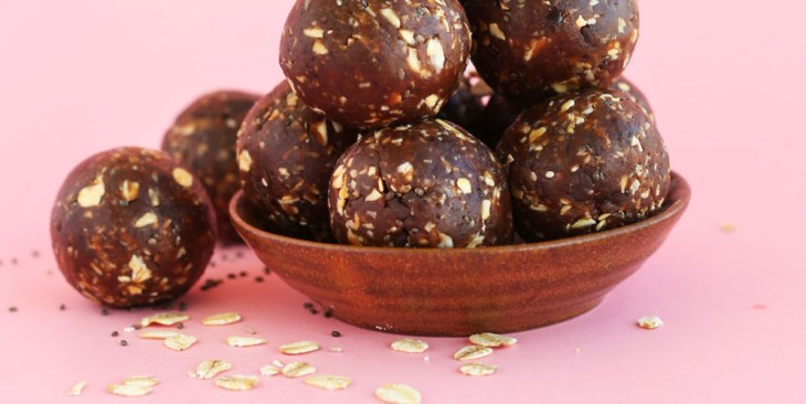 easy-5-ingredient-peanut-butter-cup-chia-seed-energy-bites-vegan-glutenfree-chocolate-996x500