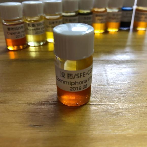Supercritical CO2 fluid extraction of myrrh oil