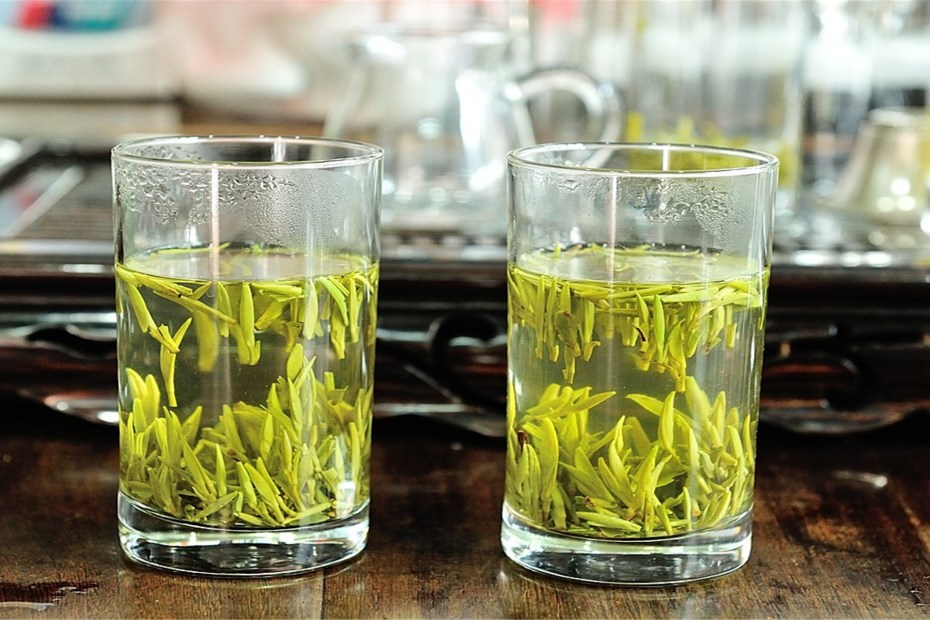 Supercritical CO2 extraction of tea