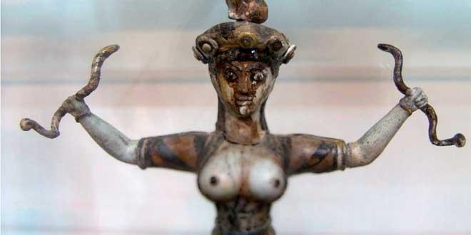 Detalle. Diosa de las serpientes, cultura minoica, llevando un zóster