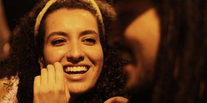 Chica muy sonriente, seguramente porque no tiene muelas del juicio