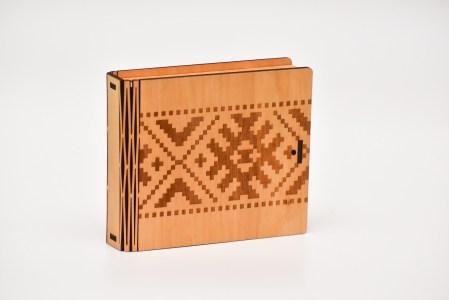 Krūžu paliktņu 8 kastīte (josta)