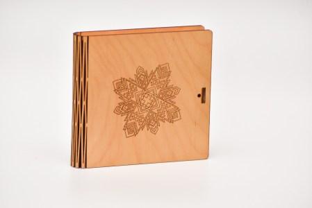 Krūžu paliktņu 4 kastīte (zvaigzne)