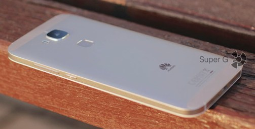 Боковая сторона Huawei G8 с клавишами громкости