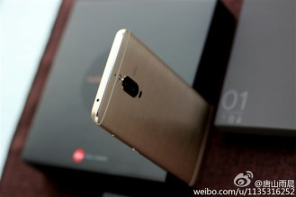 Huawei Mate 9 Pro оснащен двумя задними камерами