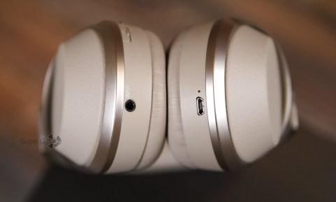 Разъём 3,5 мм и порт Micro USB для подзарядки