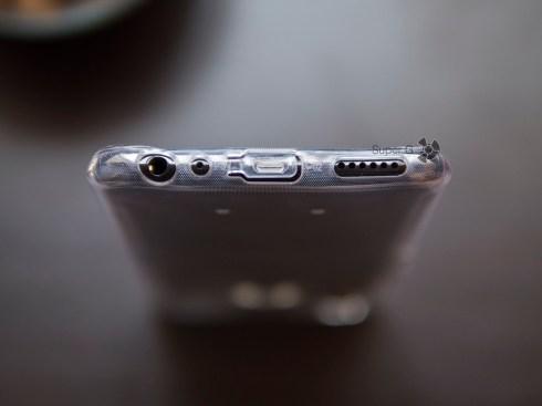 Силиконовый чехол для Vivo V9 Youth закрывает разъём Micro USB