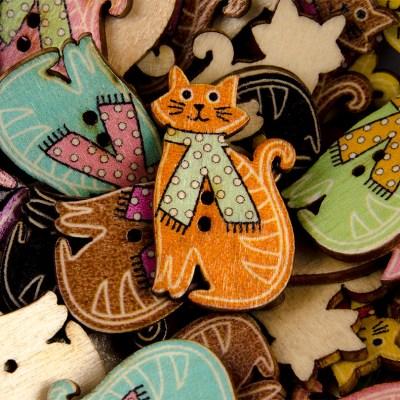 Guzik drewniany kotek w szaliku 2 dziurki 8 kolorów MIX