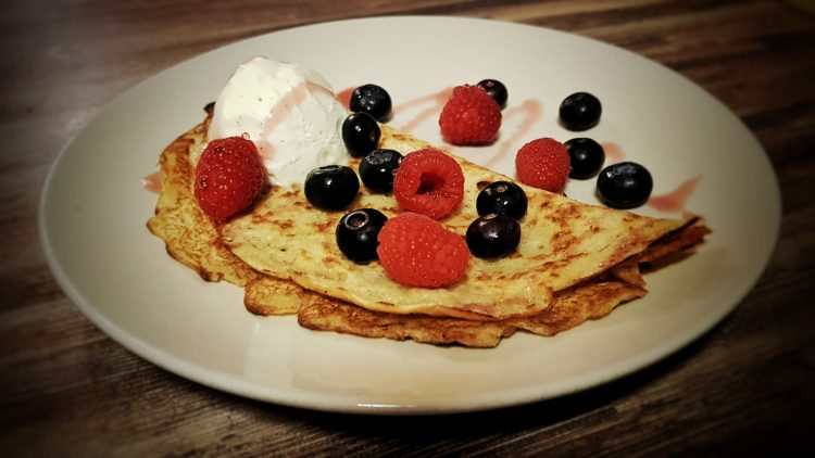 vegan-pancake-with-berries