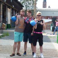 Dennis Holzberg (mitte), Katja und ich