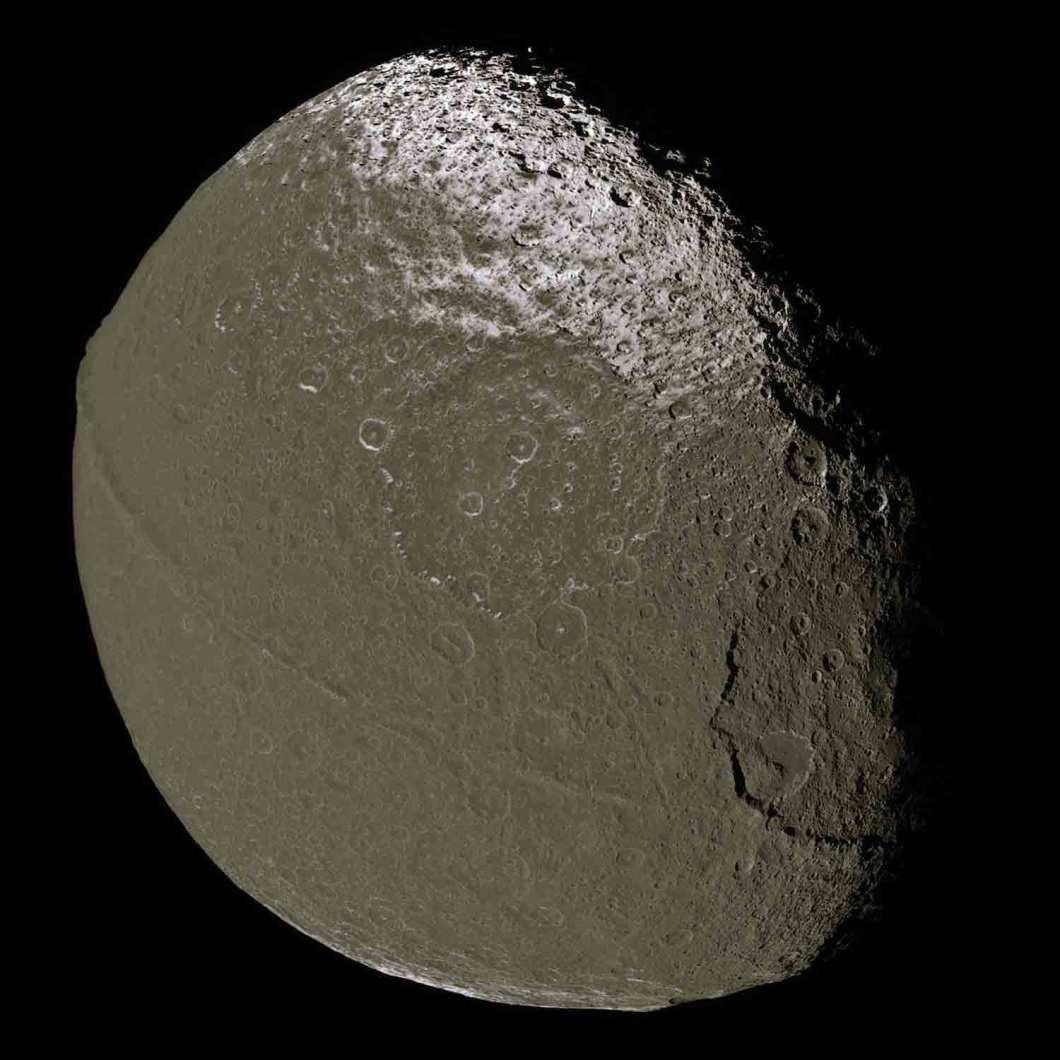Satürnün uydusu Yapetüs