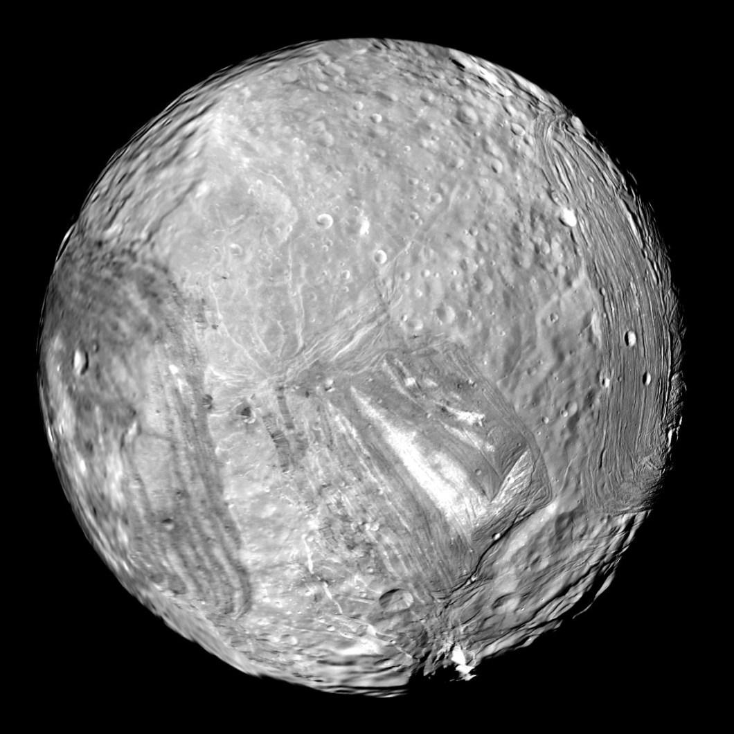 Uranüsün uydusu Miranda
