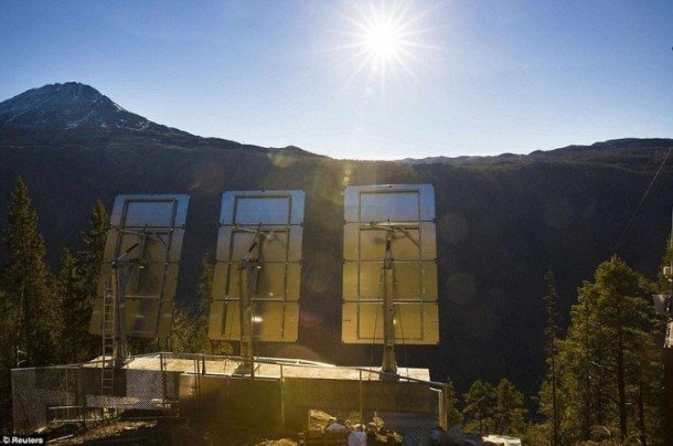 Rjukan-Makes-Use-Of-Mirrors-For-Sunlight-5-610x404