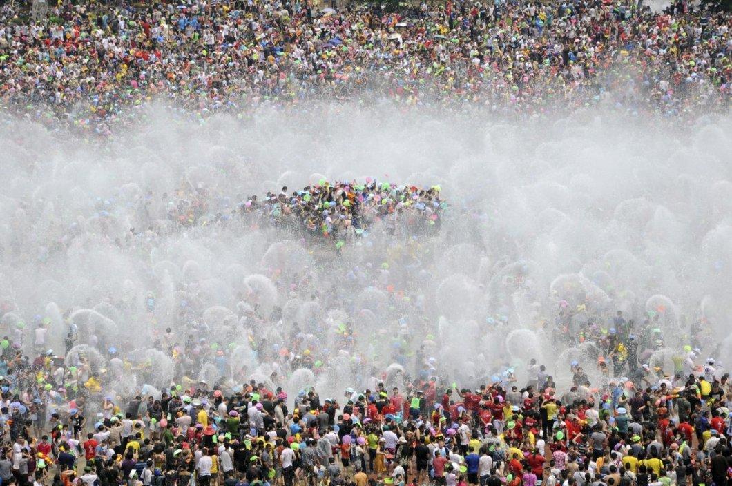 Su festivalini kutlayan Dai azınlığı