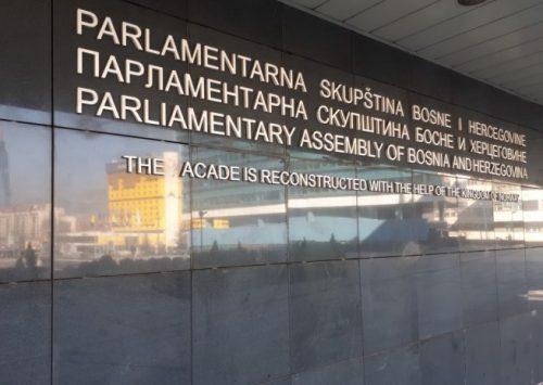 U GODINI PANDEMIJE: Pedeset i sedam bh. parlamentaraca nerad naplatili 3,6 miliona KM!