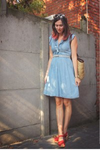 sky-blue-dress-red-clogs-cream-accessories_400