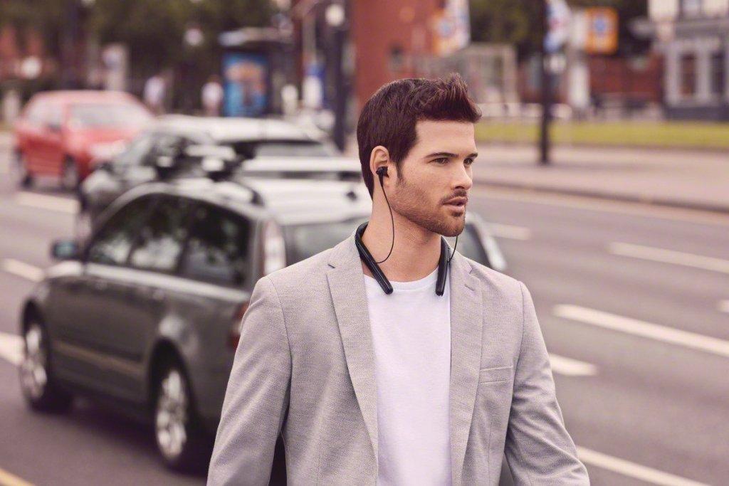 Sony WI1000X Premium Noise Cancelling Headphones 1