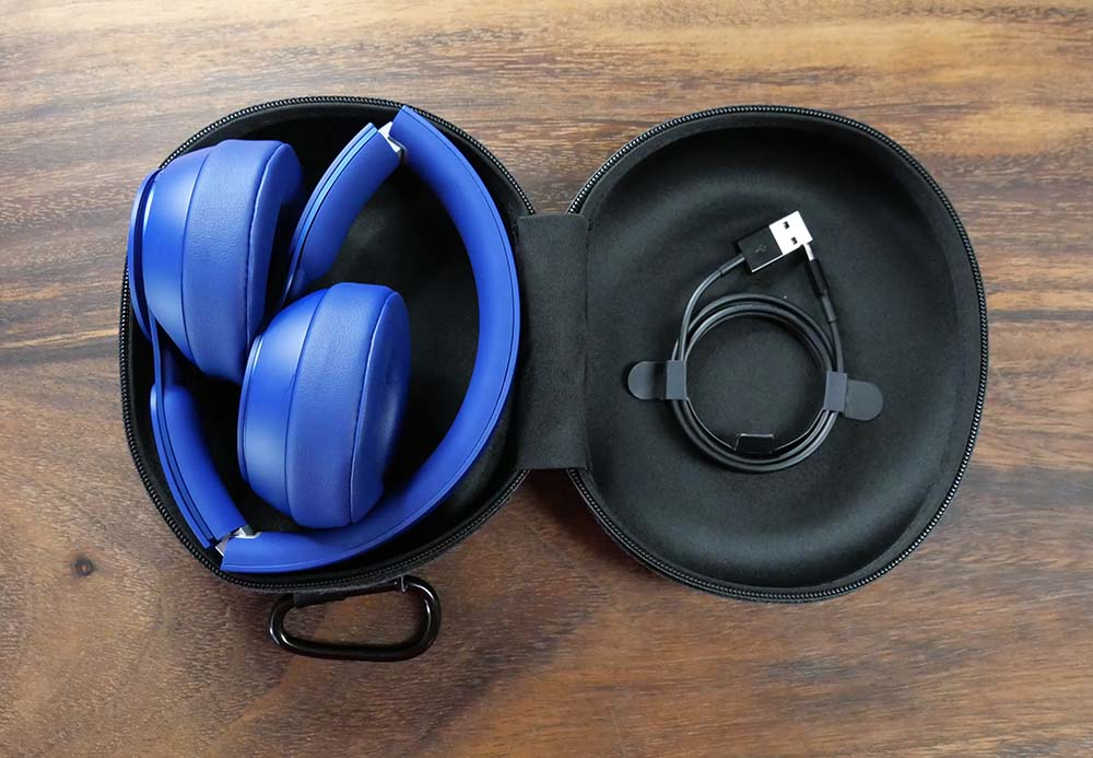 Beats Solo Pro Bluetooth Wireless Headphones - Compact Clamshell Case