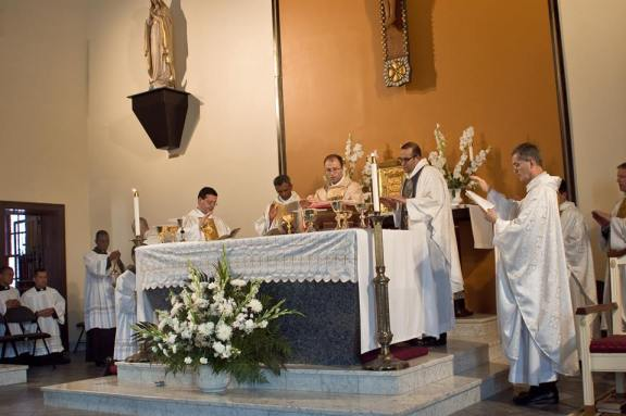 Primera misa del p. Brian Dinkel, IVE