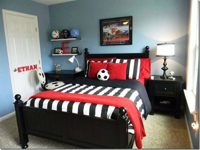 interesting chambre football with decoration de foot pour chambre. Black Bedroom Furniture Sets. Home Design Ideas