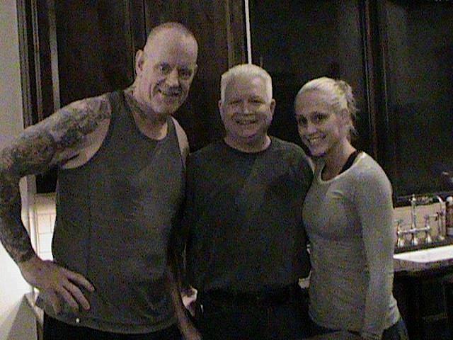 The Undertaker y Michelle McCool (Marzo 2012) - Pwpix.net