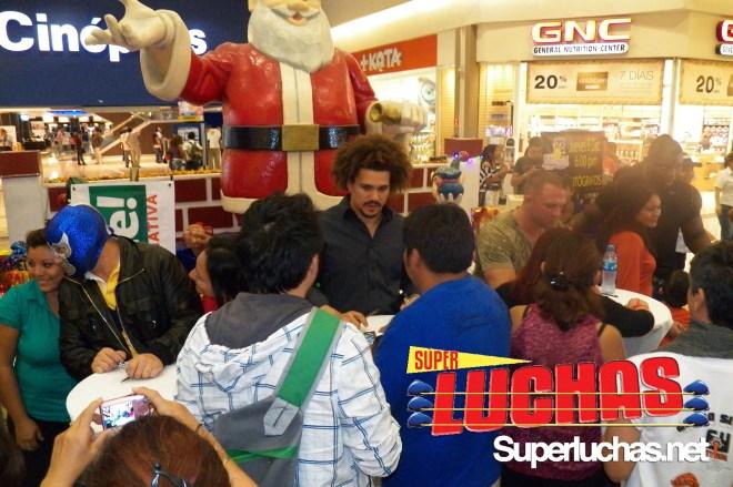 "La firma de autógrafos de ""Lucha de Super Stars"""