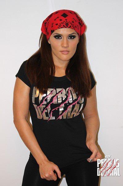 Ivelisse Vélez, la nueva Perra del Mal // Tienda de los Perros del Mal - 31 de diciembre de 2012 // Imagen by Producciones Perros del Mal en Facebook