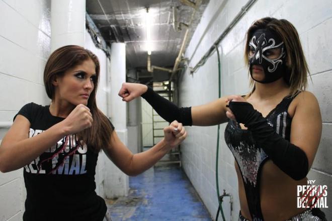Ivelisse Vélez y Sexy Lady se confrontan // Arena López Mateos - 1ro. de enero de 2013 // Imagen by Producciones Perros del Mal en Facebook
