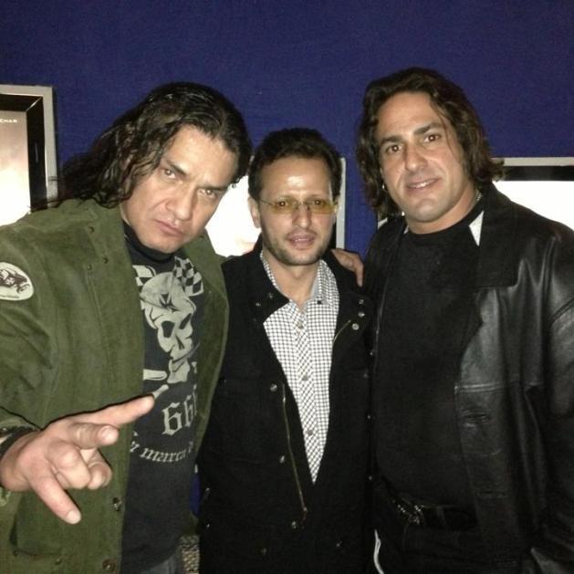 Heavy Metal y El Mesías rodean a Jesús Núñez que en paz descanse.