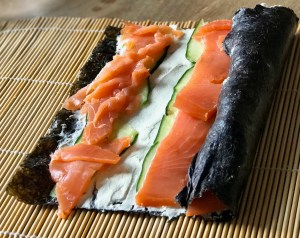 Low-Carb-Sushi aufrollen