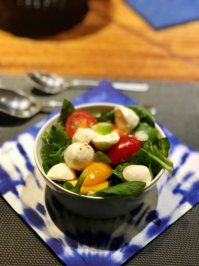Clean Eating: frischer Salat mit Mozzarella
