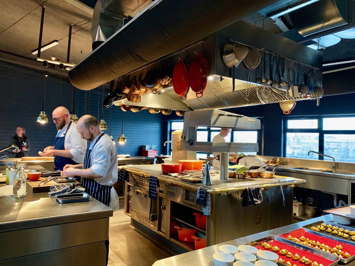 100/200 Kitchen: Zentrale Küche