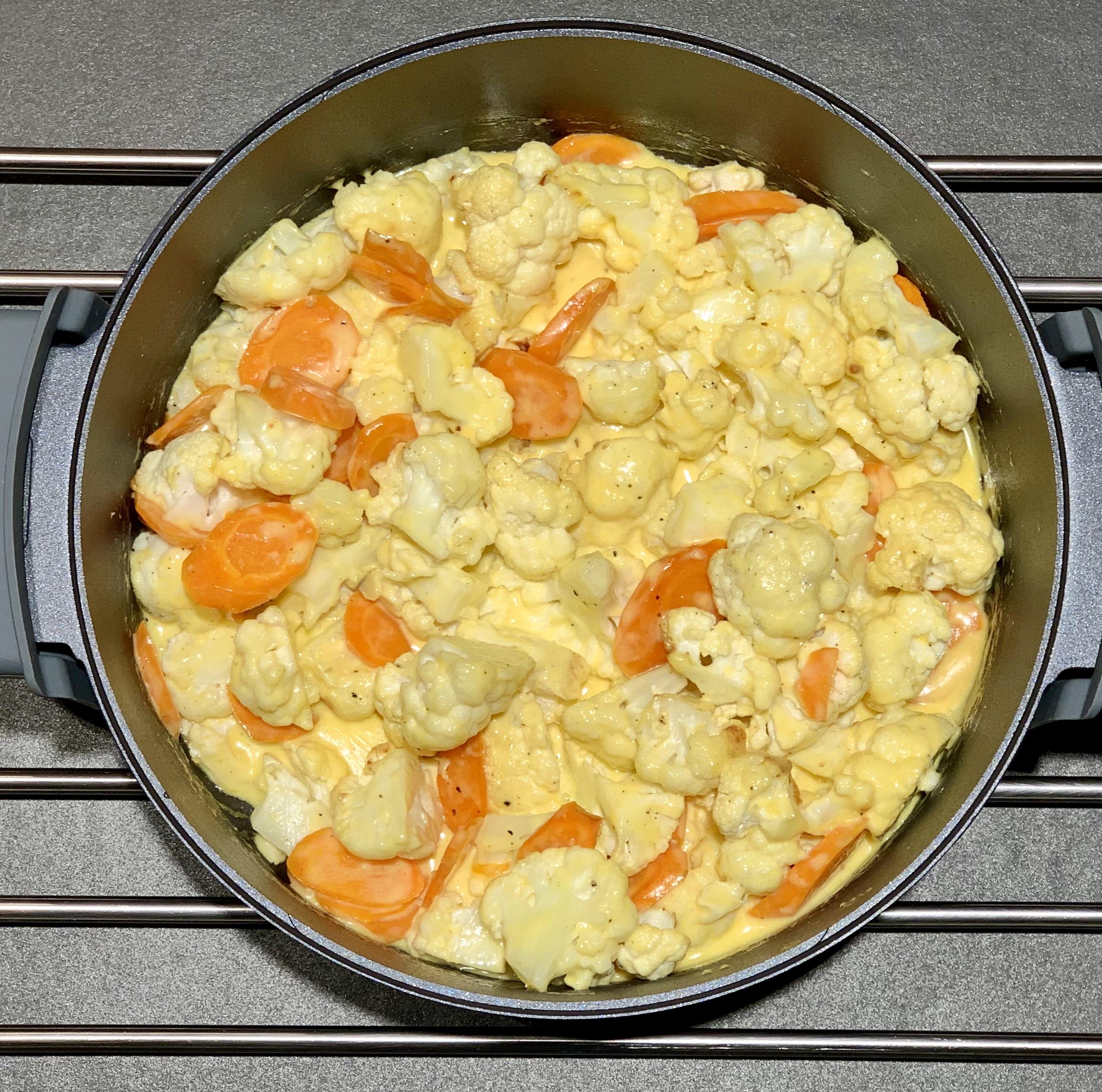 Keto-Blumenkohl-Karotten-Auflauf *