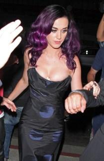 E nesse decote de Katy Perry tinha coisas demais...