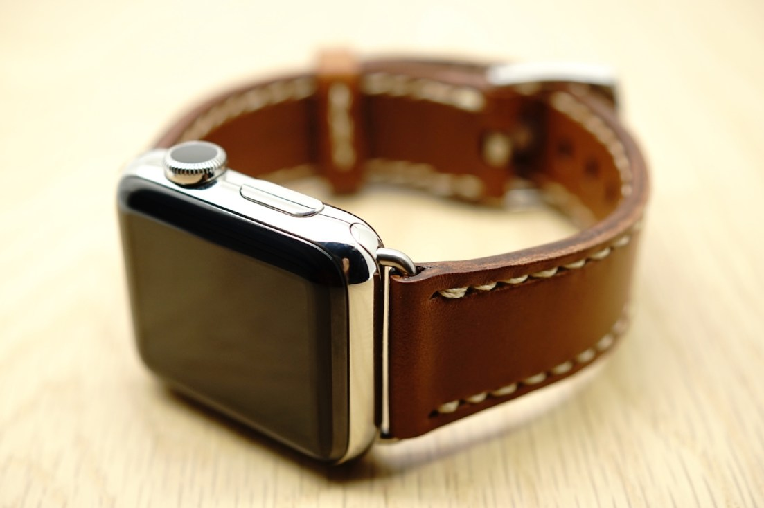 outline-leather-satchel-brown-apple-watch-strap-23