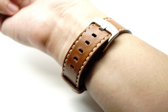 outline-leather-satchel-brown-apple-watch-strap-28