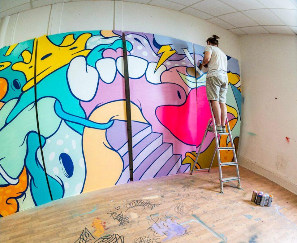 Spirale peignant des panneaux colorés
