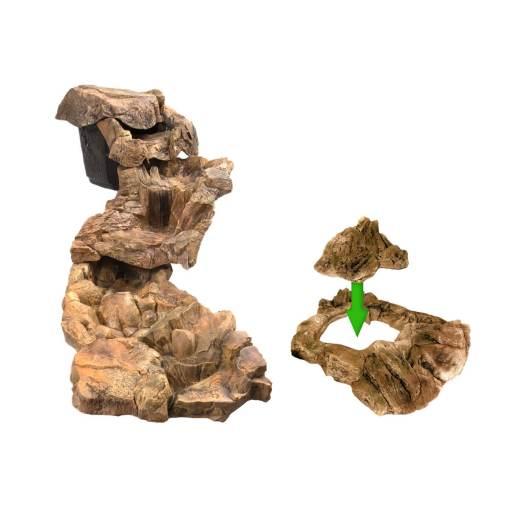 Kaskada wodna, ogrodowa, duża trzy elementowa i kamień maskujący zbiornik z wodą.