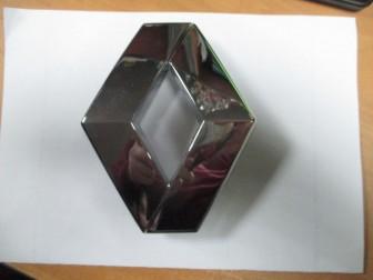 Эмблема решетки радиатора Рено Логан, Сандеро с 2010 года ...
