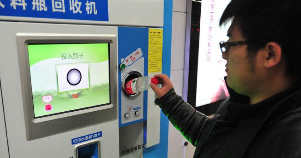 """China: garrafas de plástico como """"moeda"""" de pagamento do metro"""