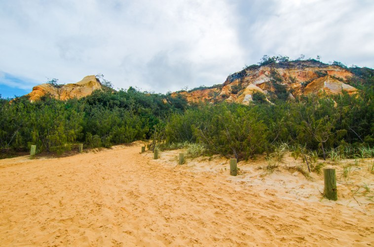 the pinnacles visiter fraser island