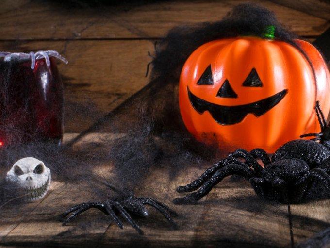 Cazadores de Arañas: Juegos de Halloween para Niños, Supertribus