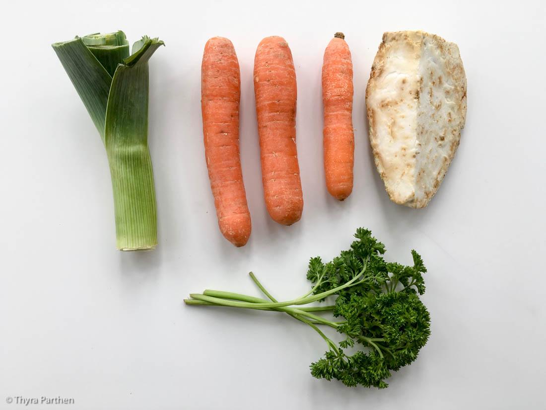 Gemüsebrüheund Gemüsefond selber kochen