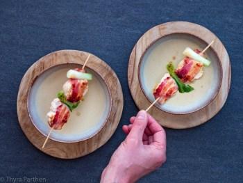 Kohlrabi-Cremesuppe mit Hähnchen-Speck-Spieß